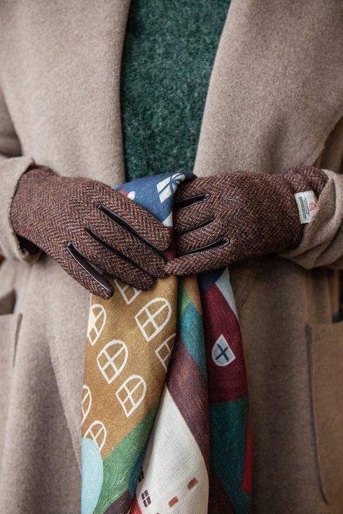 Woman's Harris tweed gloves