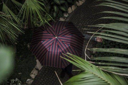 Składany parasol w pasy